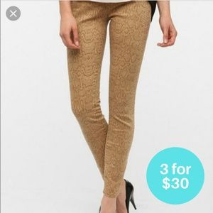 3/$30 - BDG High Rise Cigarette Jeans Snake 26